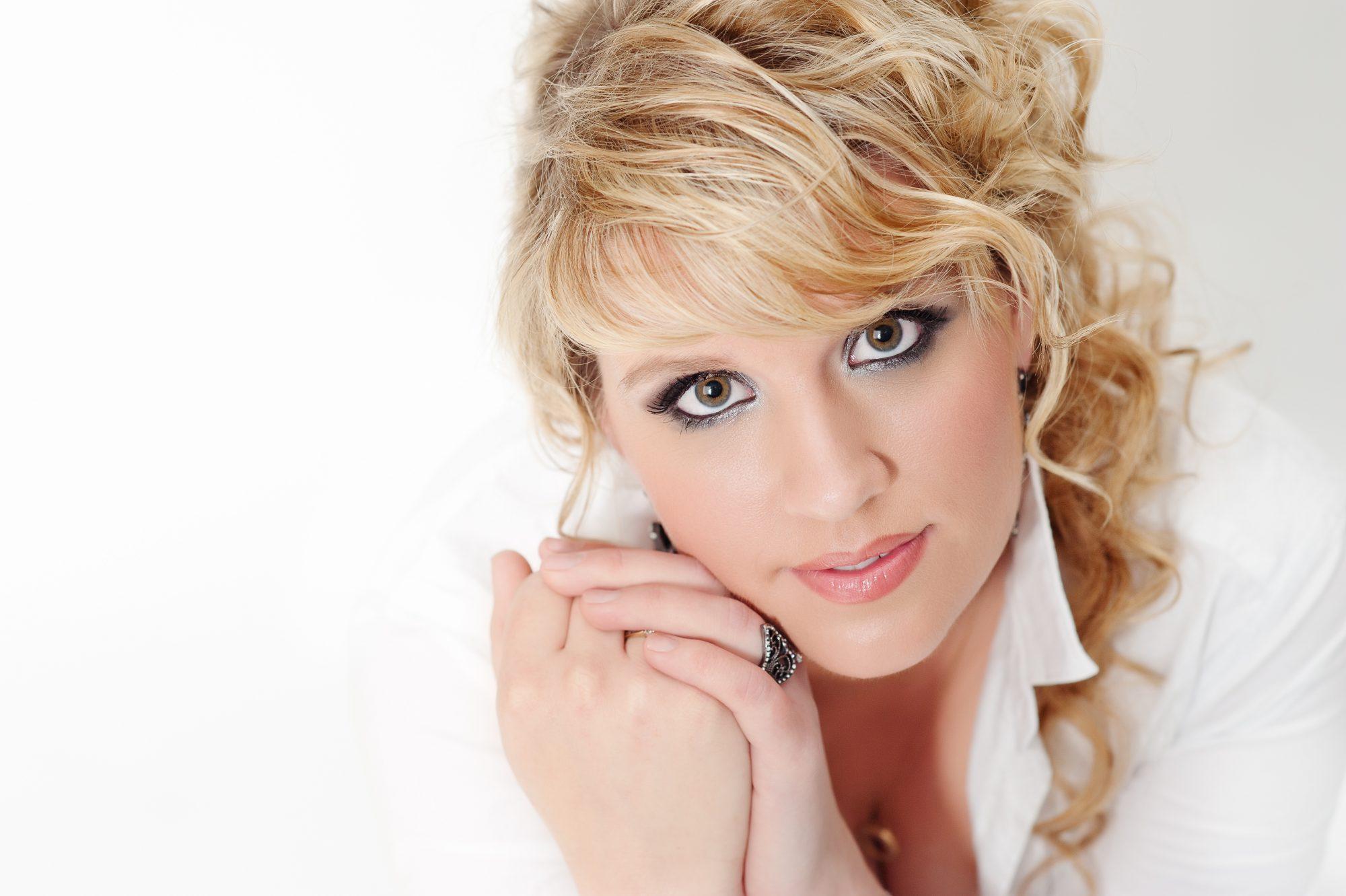 Melbourne beauty headshot portrait photographer CindyLee